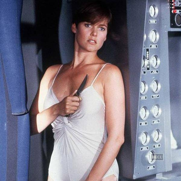 In-Licence-to-Kill-Carey-Lowell-plays-the-CIA-informer-Pam-Bouvier-and-the-love-interest-of-James-Bond-
